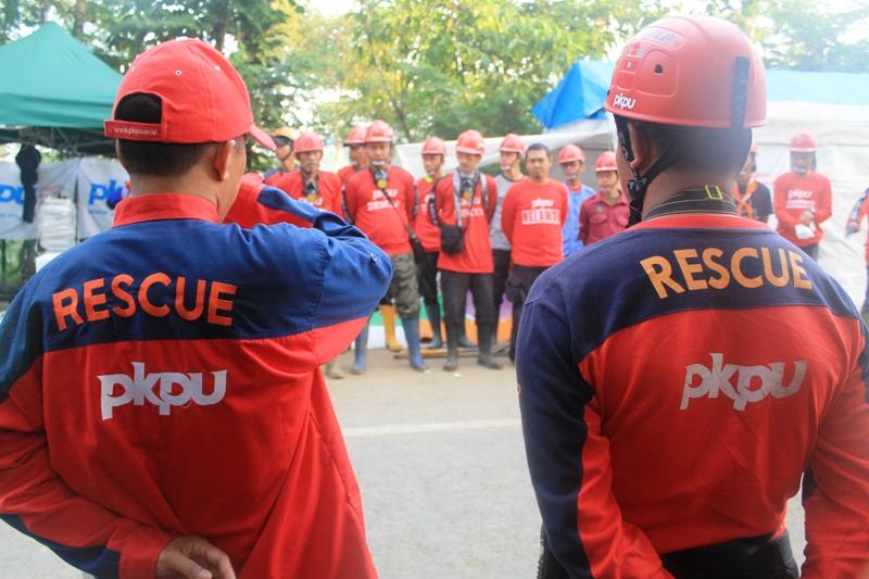 MEREKAM PESAN KEMATIAN DALAM TANAH. Bencana Longsor Karangkobar - Banjarnegara (2/6)