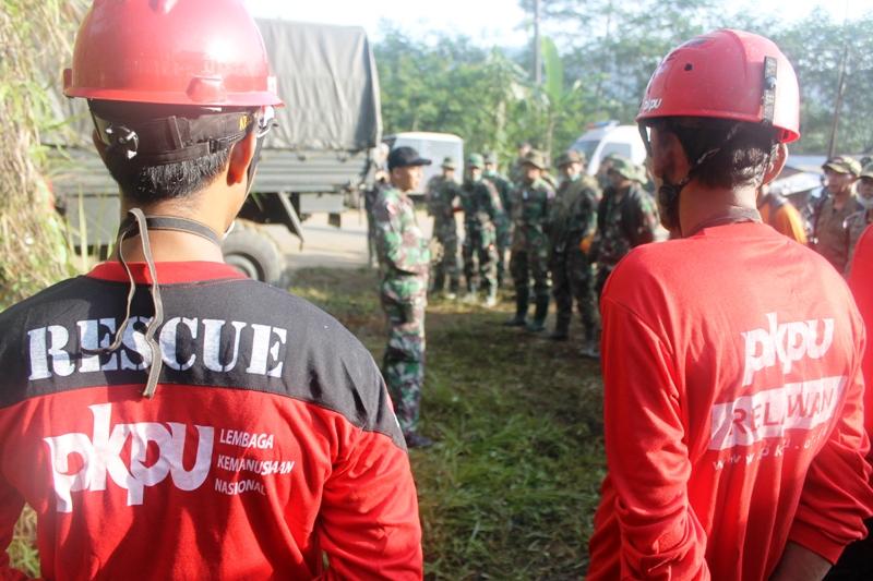 MEREKAM PESAN KEMATIAN DALAM TANAH. Bencana Longsor Karangkobar - Banjarnegara (3/6)