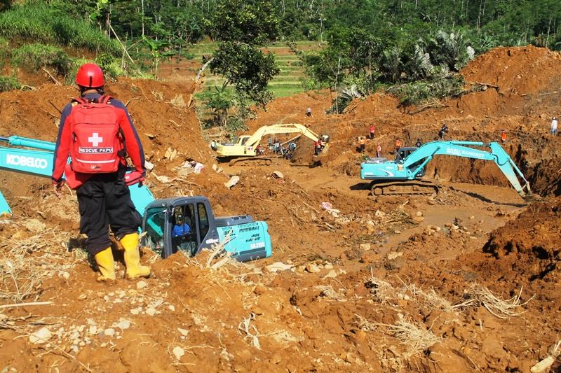MEREKAM PESAN KEMATIAN DALAM TANAH. Bencana Longsor Karangkobar - Banjarnegara (5/6)