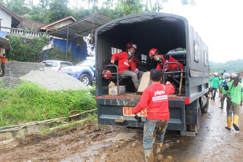 MEREKAM PESAN KEMATIAN DALAM TANAH. Bencana Longsor Karangkobar - Banjarnegara (4/6)