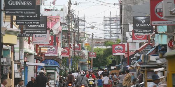SURABAYA, 26/10. Jalan Doli. Jalan Doli/Dolly Surabaya di kenal sebagai kawasan prostitusi terbesar di Asia Tenggara. FOTO SI/AKBAR INSANI